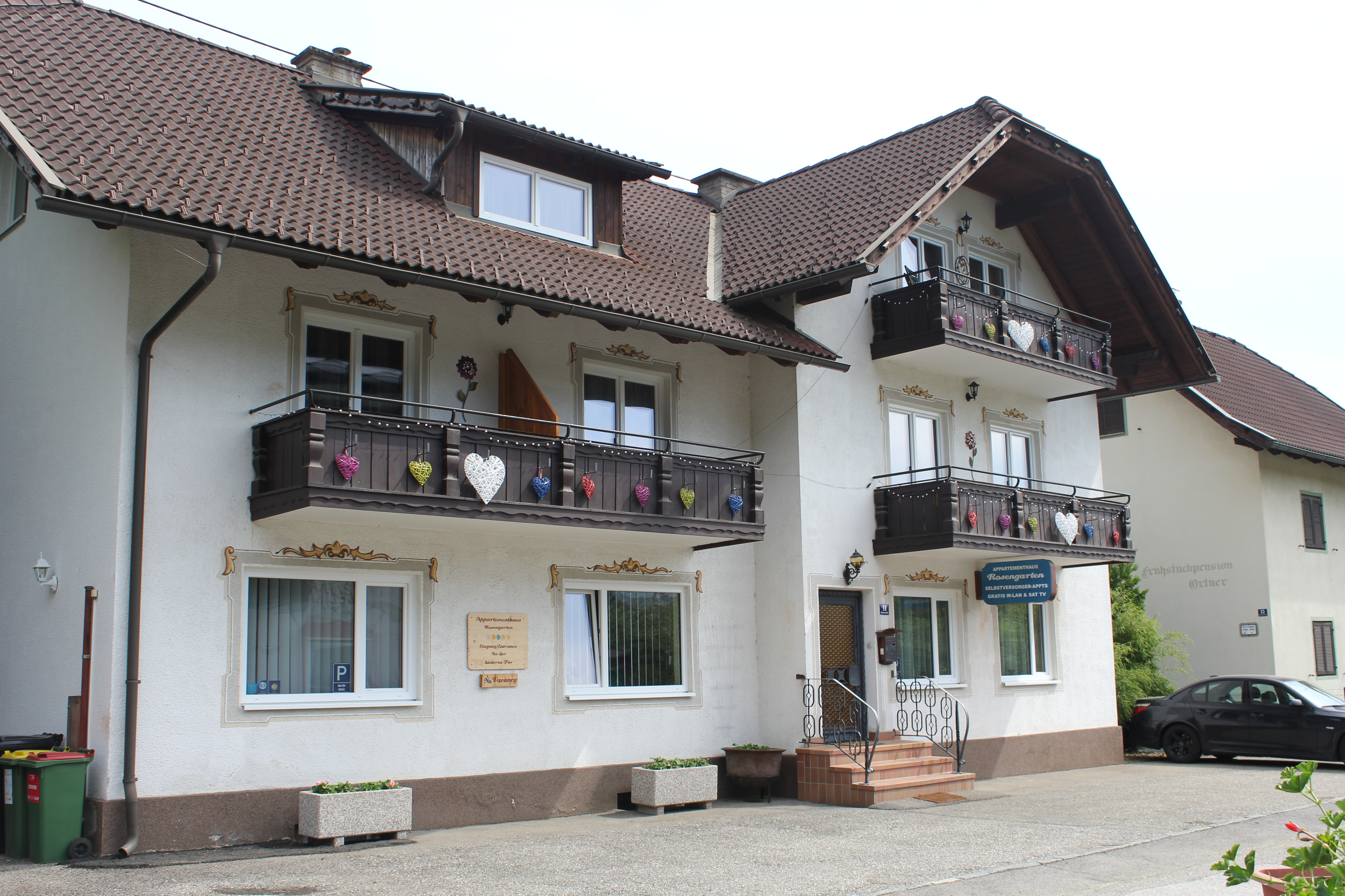 Apartment house in lakeside resort of Döbriach
